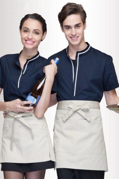 Đồng phục nhà hàng khách sạn – Đồng phục phục vụ tạp dề màu kem, áo xanh đen phối trắng 03