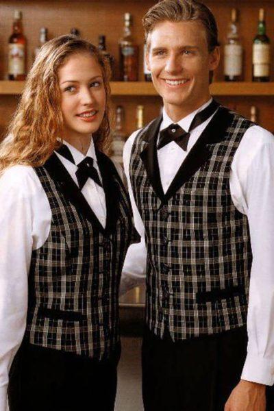 Đồng phục nhà hàng khách sạn – Đồng phục pha chế quần tây đen, áo sơ mi trắng, áo ghi lê caro 06
