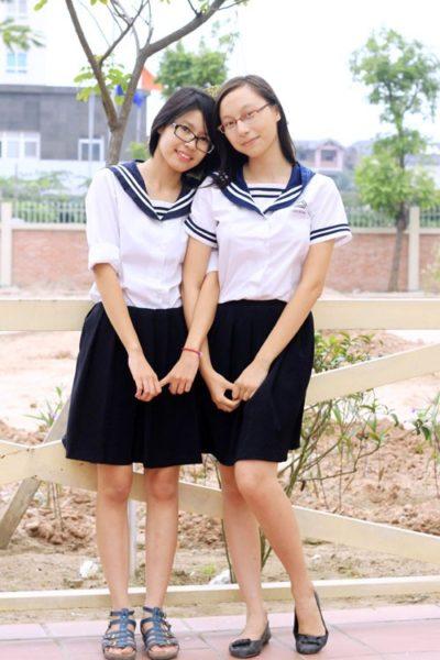 Đồng phục học sinh sinh viên – Đồng phục học sinh cấp II váy xanh, áo cổ tim màu trắng 10
