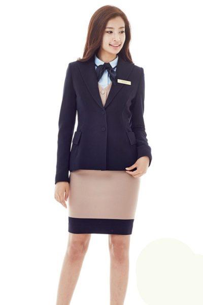 Đồng phục nhà hàng khách sạn – Đồng phục lễ tân ghi lê kem phối vest đen 14