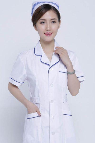 Đồng phục bệnh viện – Đồng phục áo blouse nữ màu trắng phối viền tím tay ngắn 15
