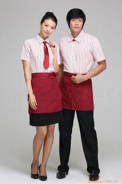 Đồng phục nhà hàng khách sạn – Đồng phục pha chế tạp dề đỏ, áo sơ mi sọc đứng 01