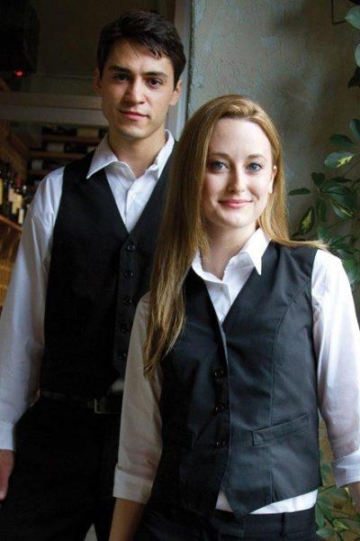 Đồng phục nhà hàng khách sạn – Đồng phục pha chế quần tây đen, ghi lê đen, áo sơ mi trắng dài tay 05