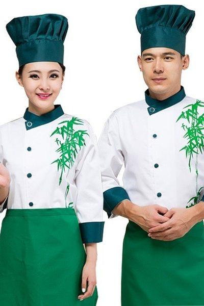 Đồng phục nhà hàng khách sạn – Đồng phục bếp áo trắng viền xanh cổ vịt họa tiết lá tre màu xanh, nón xanh cổ vịt, tạp dề xanh lá 23