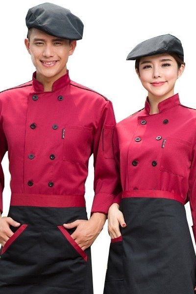 Đồng phục nhà hàng khách sạn – Đồng phục bếp áo đỏ đô viền đen, nón đen, tạp dề đen viền đỏ 30