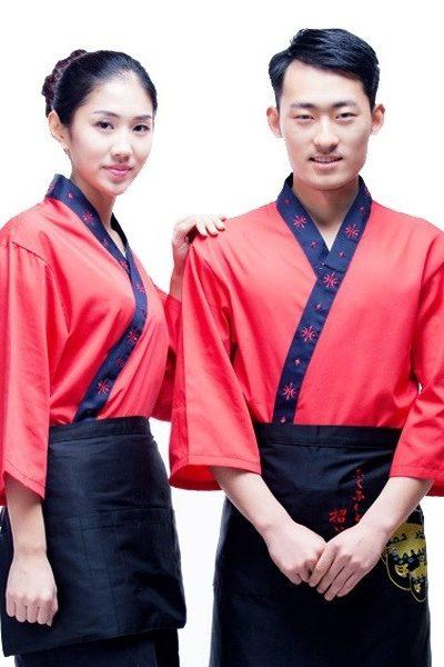 Đồng phục nhà hàng khách sạn – Đồng phục bếp áo đỏ viền xanh đen, tạp dề đen 32