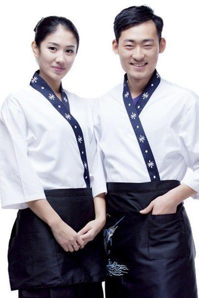 Đồng phục nhà hàng khách sạn – Đồng phục bếp áo trắng viền xanh đen, tạp dề đen 34