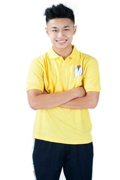 Đồng phục học sinh sinh viên – Đồng phục thể dục áo thun cổ trụ màu vàng, quần xanh đen 3 sọc trắng 26