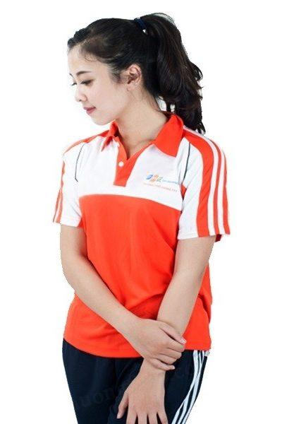 Đồng phục học sinh sinh viên – Đồng phục thể dục áo thun cổ trụ màu cam phối trắng, quần xanh đen 3 sọc trắng 22