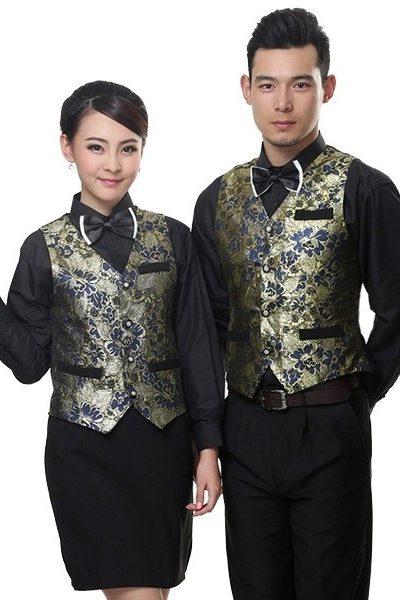 Đồng phục nhà hàng khách sạn – Đồng phục phục vụ áo sơ mi, quần tây nam, chân váy đen, áo ghi lê họa tiết 39
