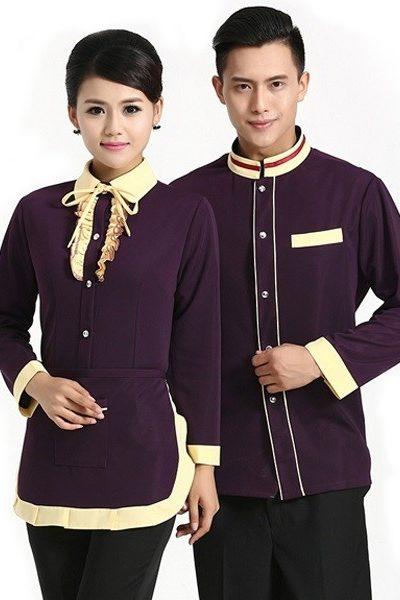 Đồng phục nhà hàng khách sạn – Đồng phục phục vụ áo tím viền vàng, quần tây đen  41