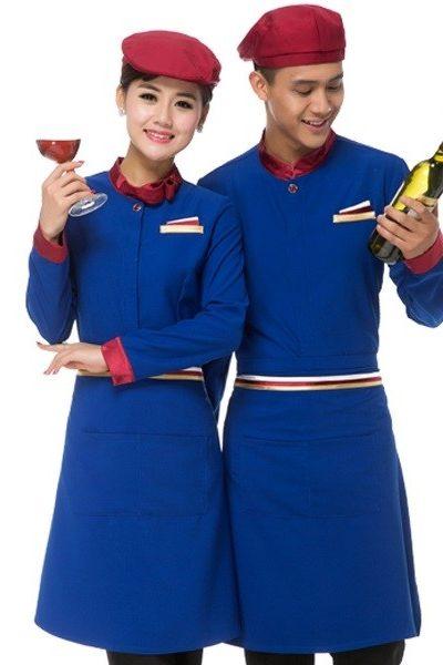 Đồng phục nhà hàng khách sạn – Đồng phục phục vụ áo xanh viền đỏ tạp dề xanh nón đỏ 47