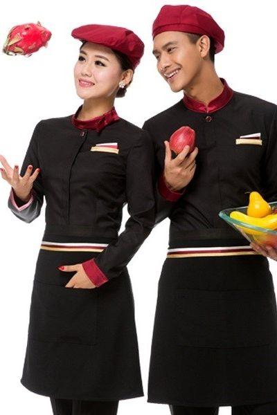 Đồng phục nhà hàng khách sạn – Đồng phục phục vụ áo đen viền đỏ tạp dề đen nón đỏ 48