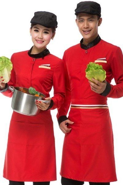 Đồng phục nhà hàng khách sạn – Đồng phục phục vụ áo đỏ viền đen tạp dề đỏ nón  đen 49