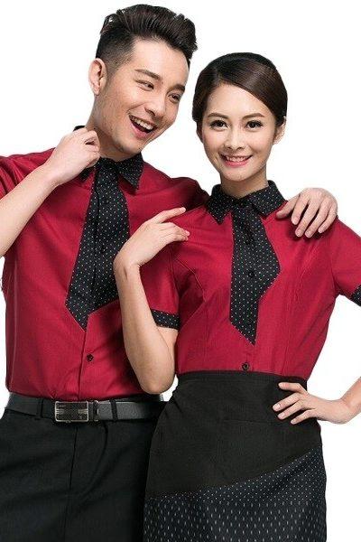 Đồng phục nhà hàng khách sạn – Đồng phục phục vụ áo sơ mi đỏ phối viền đen chấm bi, tạp dề, quần tây, chân váy đen 61