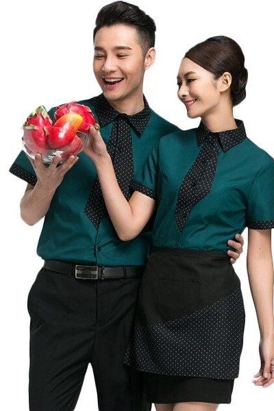 Đồng phục nhà hàng khách sạn – Đồng phục phục vụ áo sơ mi xanh phối viền đen chấm bi, quần tây, chân váy tạp dề đen 62