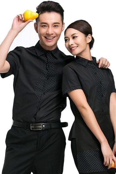 Đồng phục nhà hàng khách sạn – Đồng phục phục vụ áo sơ mi đen phối viền đen chấm bi tạp dề quần tây chân váy đen 47