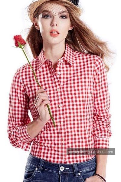 Đồng phục công sở – Áo sơ mi nữ màu trắng họa tiết caro đỏ tay dài 31
