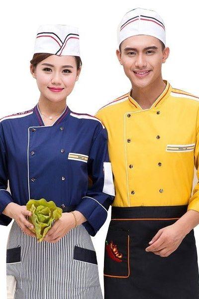 Đồng phục nhà hàng khách sạn – Đồng phục bếp áo xanh tạp dề sọc đen trắng, áo vàng tạp dề đen 37