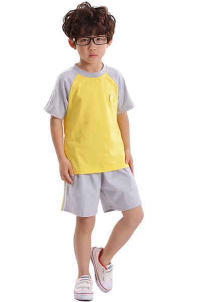Đồng phục học sinh sinh viên – Đồng phục mầm non áo thun cổ tròn vàng phối xám, quần xám phối sọc 38