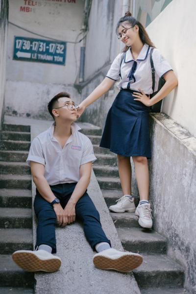 Đồng phục học sinh sinh viên – Đồng phục học sinh cấp III váy xanh, áo sơ mi ngắn tay 90